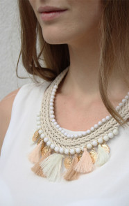 Musthaves-statement-ketting-beige