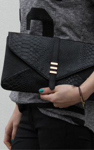 TheMusthaves-Snake-Clutch