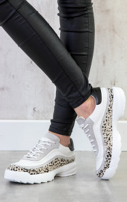 dad-sneakers-met-panterprint