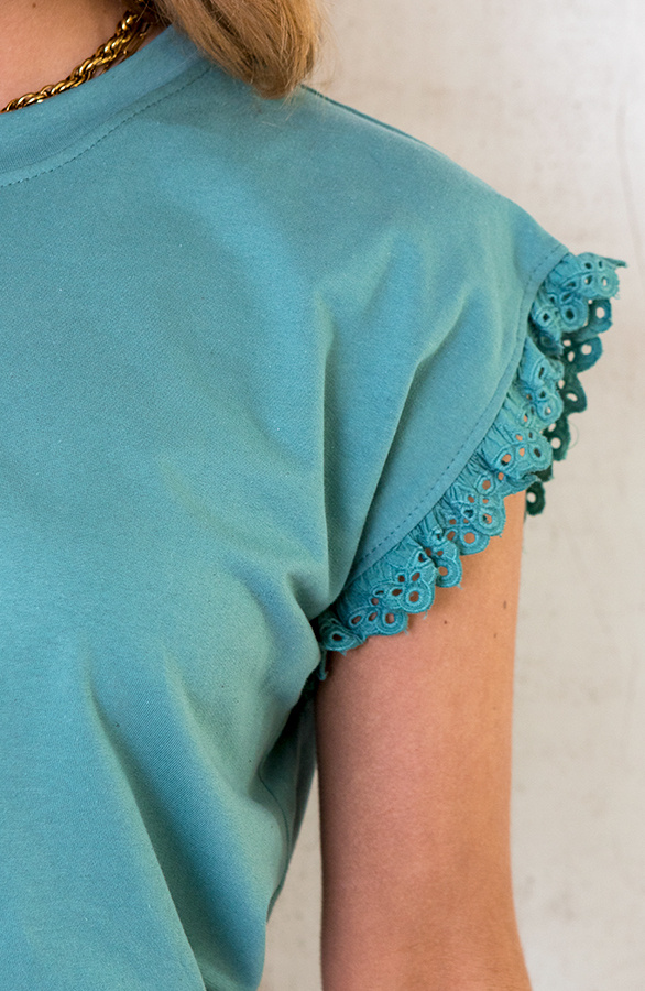 Top-Met-Embroidery-Oase-3