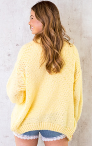 Oversized-Knitted-Vest-Soft-Yellow-4