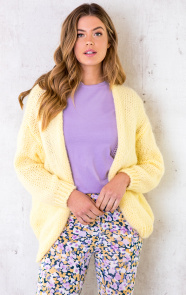 Oversized-Knitted-Vest-Soft-Yellow-9