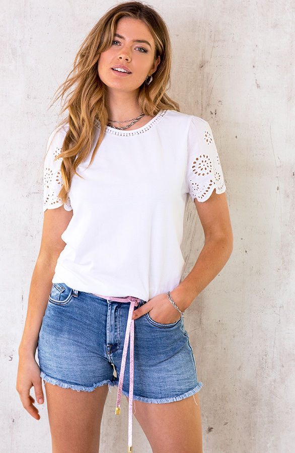 Embroidery-Detail-Top-Wit-2
