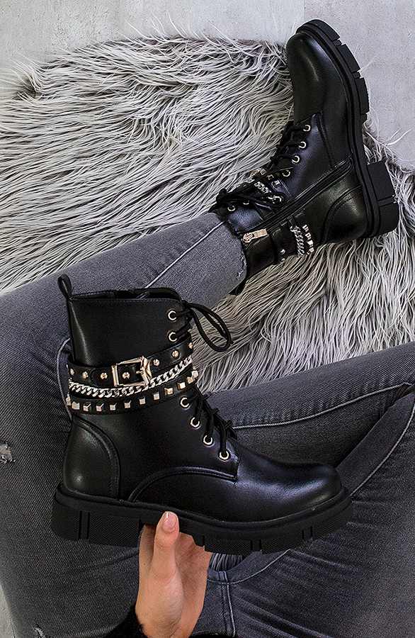 BUCKLE-CHAIN-BOOTS-BLACK1